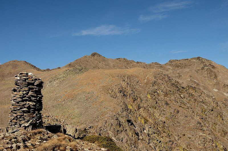 Dalla Testra degli Spagnoli veduta su Rocca Negra (al centro della foto)