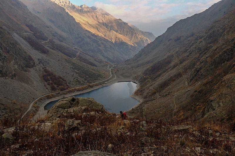 In salita dal lago della Rovina