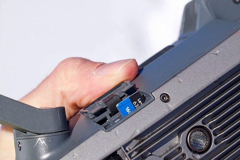 L'alloggiamento per schede microSD con la scheda inclusa