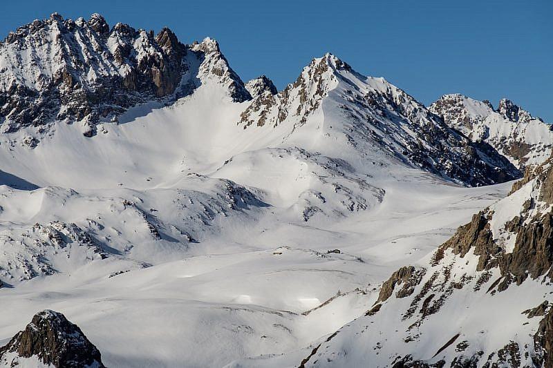 Zoom verso il rifugio Gardetta, visibile al centro della foto