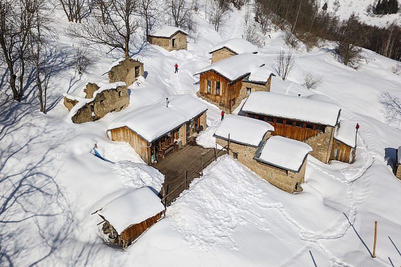 Girovagando tra le case di Paraloup (veduta dal drone)