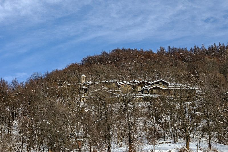 Salendo alla borgata Puy Superiore