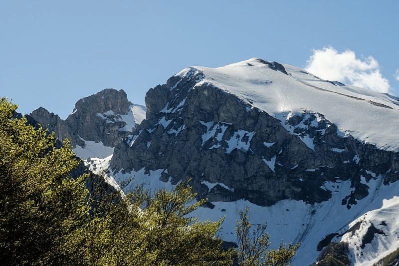 Veduta ravvicinata sulle Rocce del Cros e cima della Fascia
