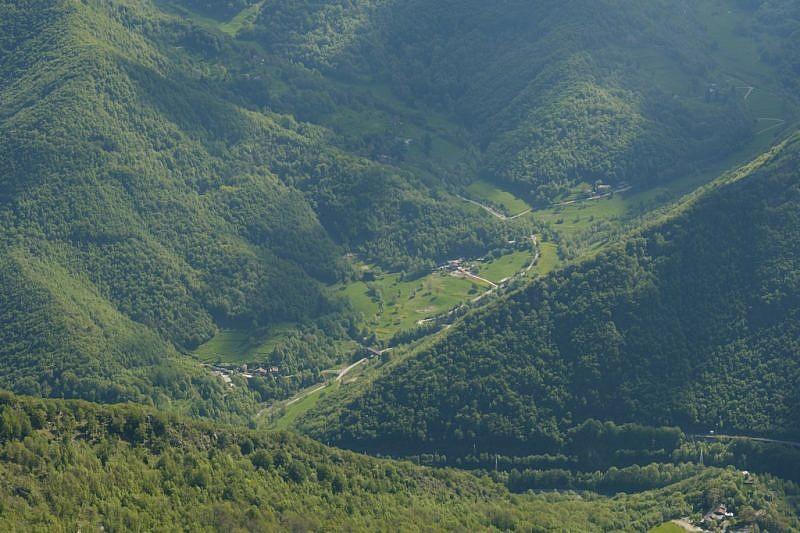 Dall'alto, sguardo verso il vallone di San Bernardo