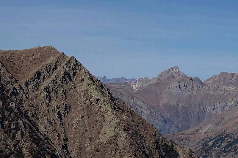 …con vedute sulle cime limitrofe (Ciastella a sin.) e non solo