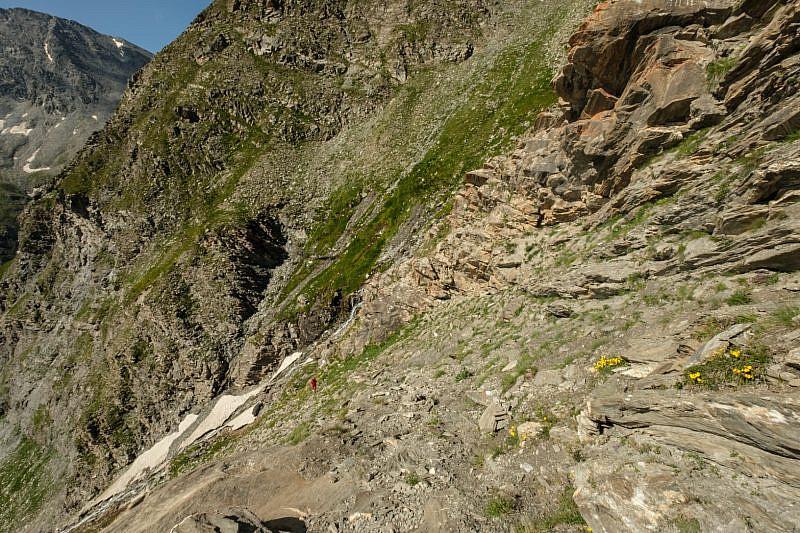 Salendo la bastionata rocciosa