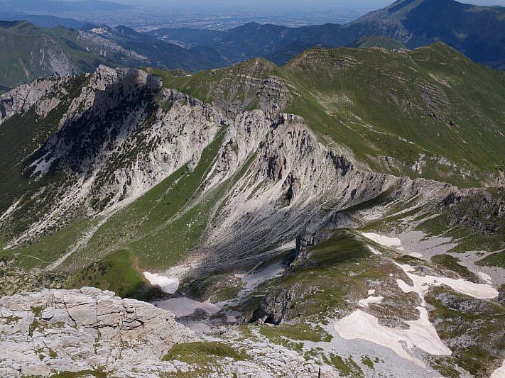 Dalla cima, veduta verso il Ciotto Mien (drone)