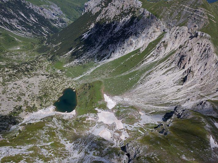 Veduta del lago degli Albergh (drone)