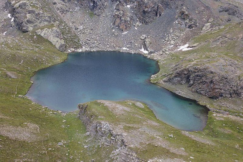 Veduta dall'alto del lago Nero