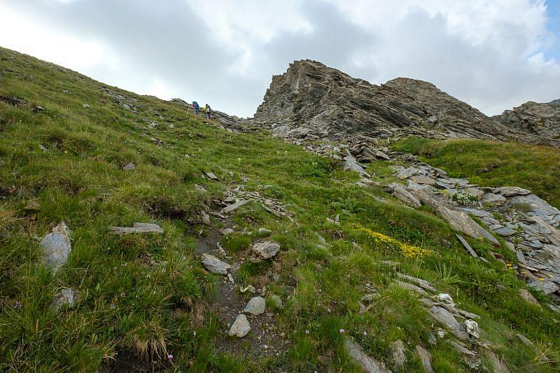 Salita a vista verso la sinistra delle rocce