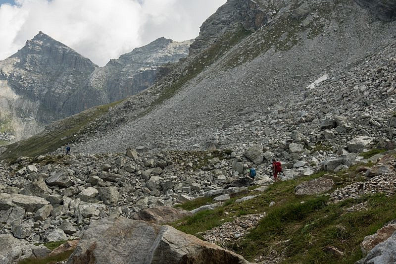 In pietraia verso il lago Camosciera