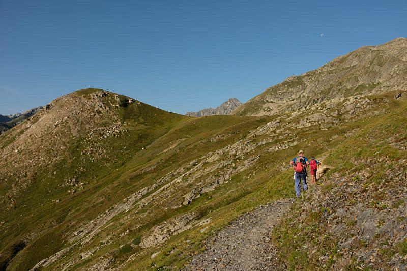Il sentiero sotto la cime de Barchenzane