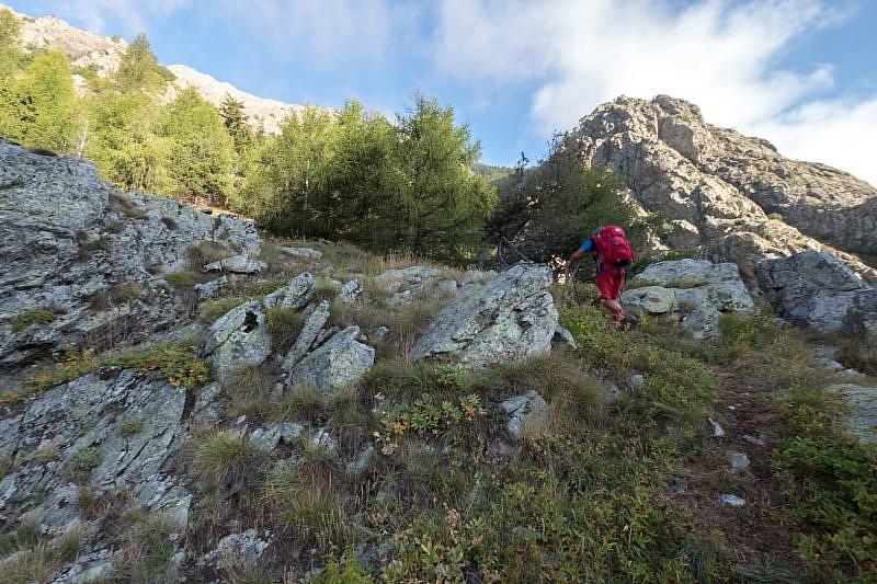 Salendo tra le rocce