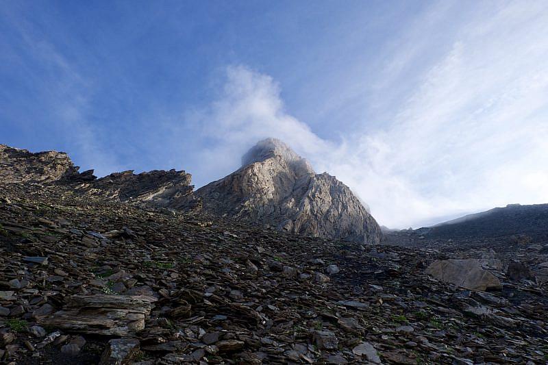 Dalla pietraia ormai ai piedi del Pic d'Asti