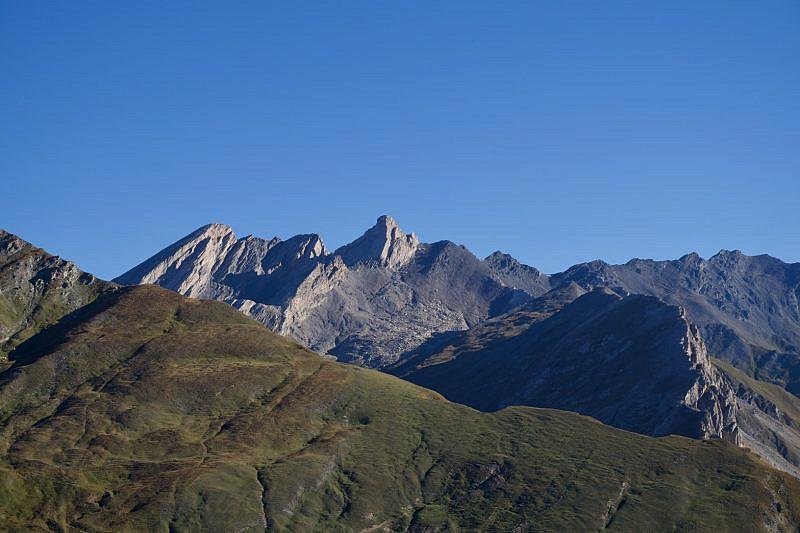 Pan di Zucchero (a sinistra) e Pic d'Asti (al centro)
