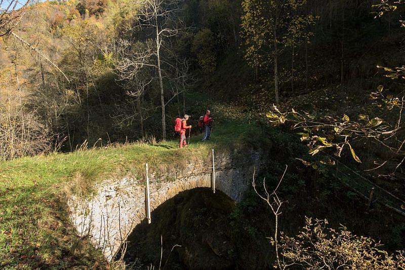 Arrivo al ponte in pietra