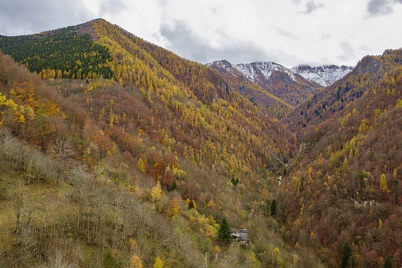 Foliage nel vallone Tibert. In basso si scorge Albornetto sottano.