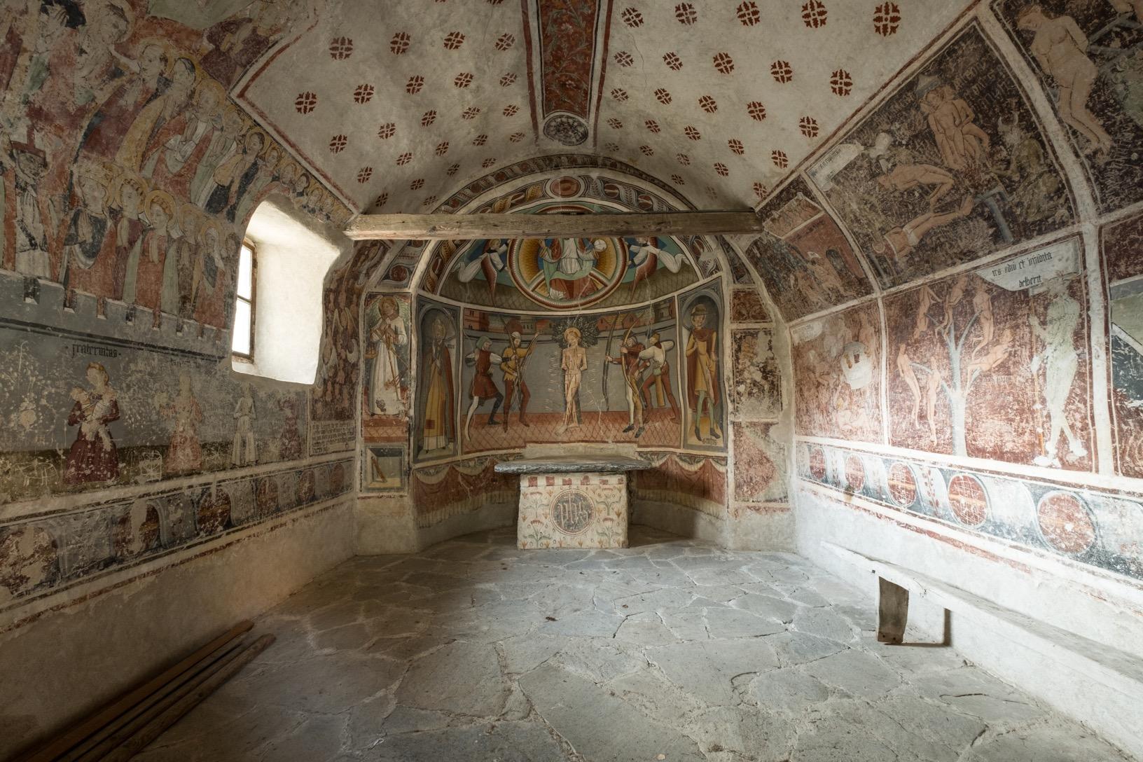 L'interno della cappella di san Sebastiano