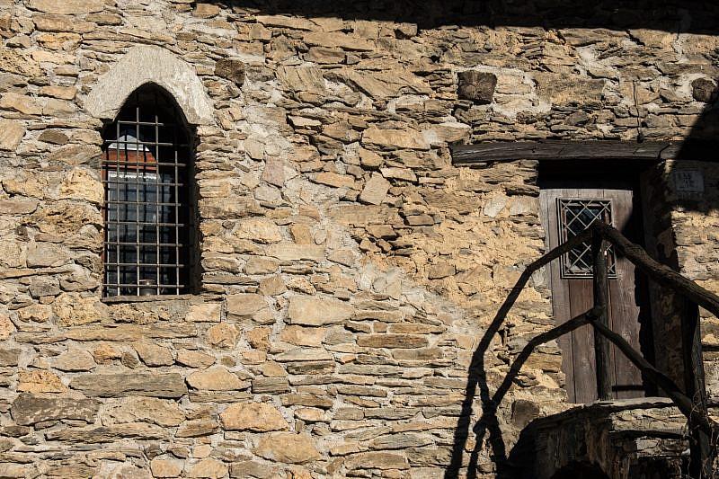 Monofora su una casa di Castellaro