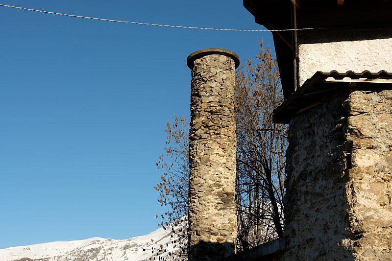 Caratteristica pila rotonda in pietra