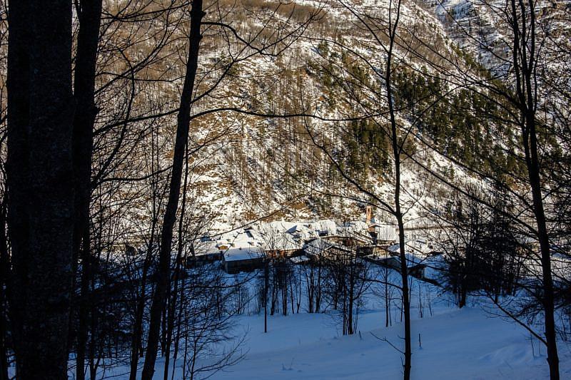 Parziale veduta di Torrette durante la salita nel bosco