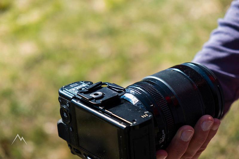 La piastra a sgancio rapido fissata alla fotocamera