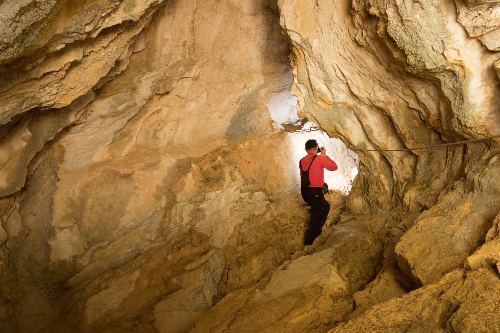 Fulvio all'interno della grotta delle Vene